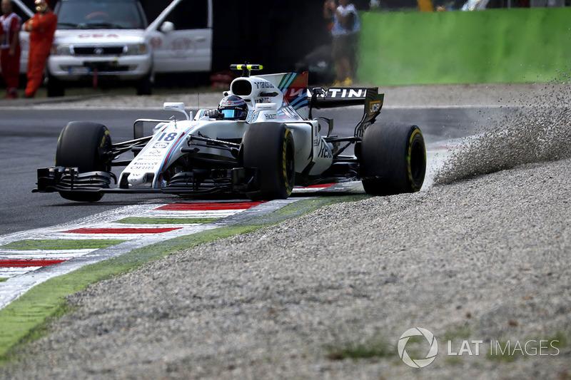 Lance Stroll, Williams FW40 runs wide into the gravel