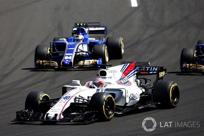 Paul di Resta, Williams FW40, Pascal Wehrlein, Sauber C36-Ferrari
