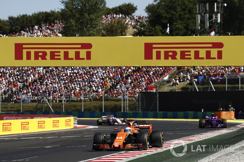 Fernando Alonso, McLaren MCL32, Carlos Sainz Jr., Scuderia Toro Rosso STR12 y Sergio Pérez, Sahara Force India F1 VJM10