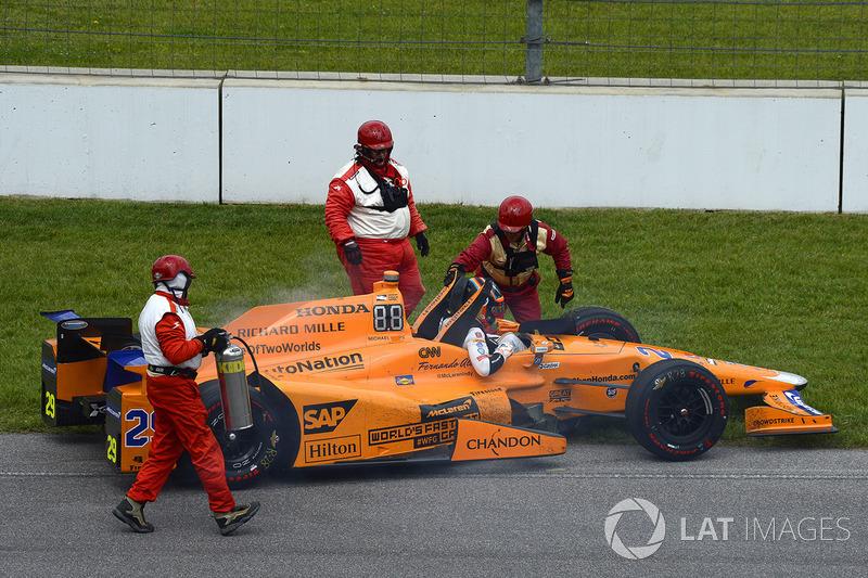 Фернандо Алонсо, Andretti Autosport Honda, сходить після відмови двигуна