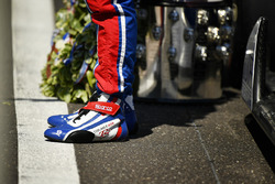 1. Takuma Sato, Andretti Autosport, Honda, mit der Borg-Warner-Trophy