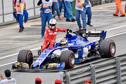 Sebastian Vettel, Ferrari hitches a lift, Pascal Wehrlein, Sauber C36