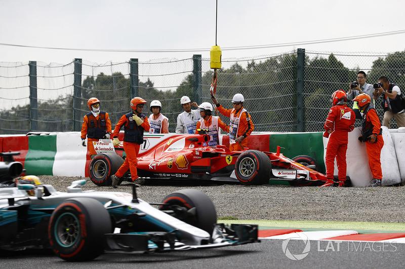 Lewis Hamilton, Mercedes AMG F1 W08 el auto de Kimi Raikkonen, Ferrari SF70H