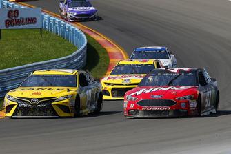Daniel Suarez, Joe Gibbs Racing, Toyota Camry STANLEY and Kurt Busch, Stewart-Haas Racing, Ford Fusion Haas Automation/Monster Energy