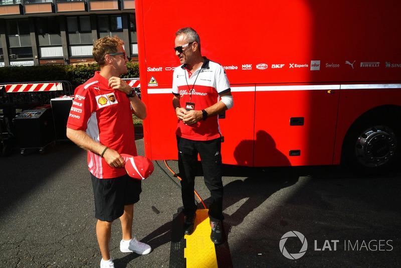 Гонщик Ferrari Себастьян Феттель и менеджер Alfa Romeo Sauber Бит Цендер