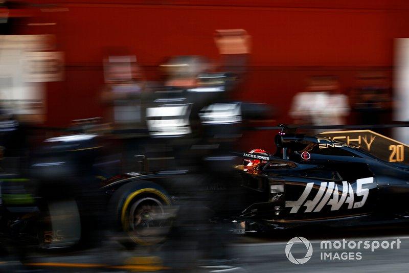 Romain Grosjean, Haas F1 Team VF-19, pit stop