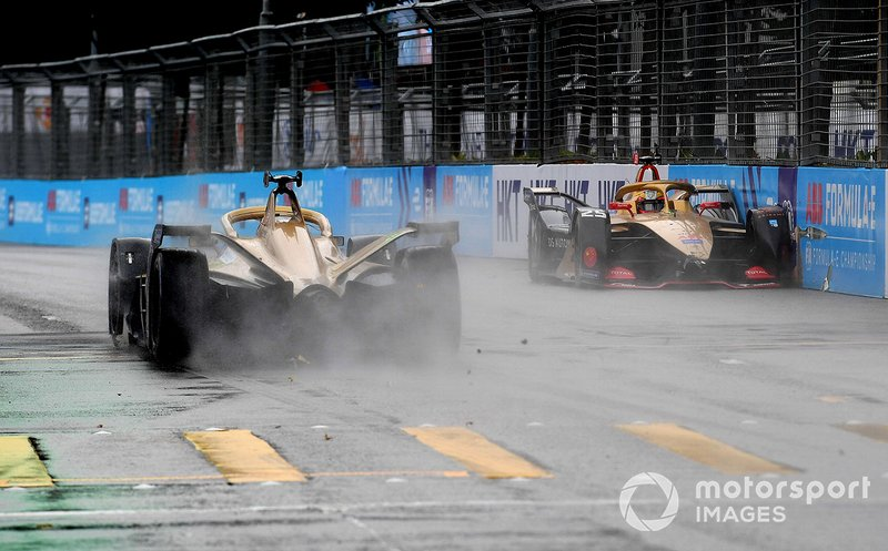 Jean-Eric Vergne, DS TECHEETAH, DS E-Tense FE19 spins on the straight, colliding with the wall as teammate Andre Lotterer, DS TECHEETAH, DS E-Tense FE19 passes by