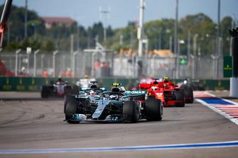 Валттері Боттас, Mercedes AMG F1 W09, Льюіс Хемілтон, Mercedes AMG F1 W09, Себастьян Феттель, Ferrari SF71H