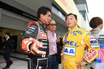 Hiroshi Yasukawa, ex-directeur de Bridgestone Motorsport, Aguri Suzuki et Satoru Nakajima lors du tour de démonstration des Légendes