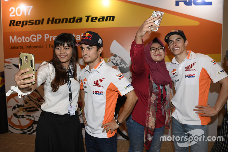 Marc Marquez, Repsol Honda Team, Dani Pedrosa, Repsol Honda Team, con fans