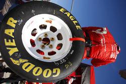 Membre de l'équipe Chip Ganassi Racing avec un pneu Goodyear