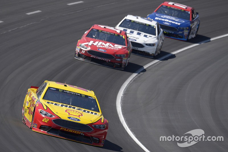 Joey Logano, Team Penske, Ford; Clint Bowyer, Stewart-Haas Racing, Ford
