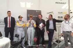 Gabriella Pedroni e Chiara Corso con Francesco Fontana Giusti, Direttore Comunicazione di Renault Italia