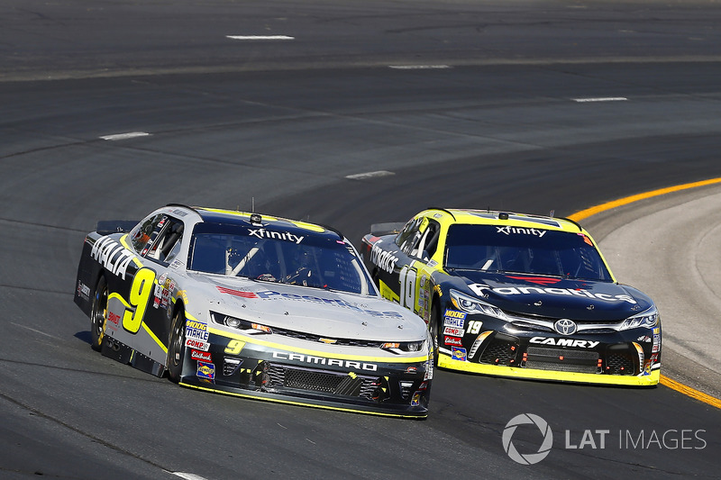 William Byron, JR Motorsports Chevrolet, Matt Tifft, Joe Gibbs Racing Toyota