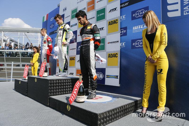 Rookie Podium: first place Lando Norris, Carlin Dallara F317 - Volkswagen, second place Mick Schumacher, Prema Powerteam, Dallara F317 - Mercedes-Benz, third place Jehan Daruvala, Carlin, Dallara F317 - Volkswagen