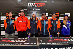 Jeffrey Herlings, Red Bull KTM Factory Racing, Lars van Berkel, Team HRC, Pauls Jonass, Red Bull KTM Factory Racing, Tony Cairoli, Red Bull KTM Factory Racing, Glenn Coldenhoff, Red Bull KTM Factory Racing, en Kiara Fontanesi, Team Ausio Yamaha tijdens de persconferentie