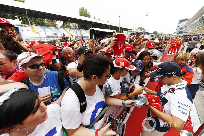 Felipe Massa, Williams, meets dedicated Italian fans