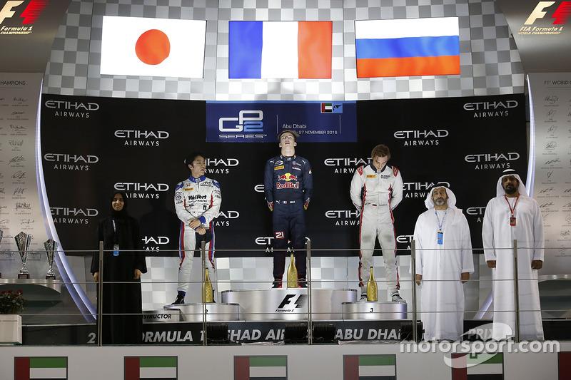 Pierre Gasly, PREMA Racing celebra en el podio con Nobuharu Matsushita, gran premio de ART y Artem Markelov, RUSSIAN TIME