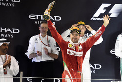 Podio: tercer lugar Sebastian Vettel, Ferrari