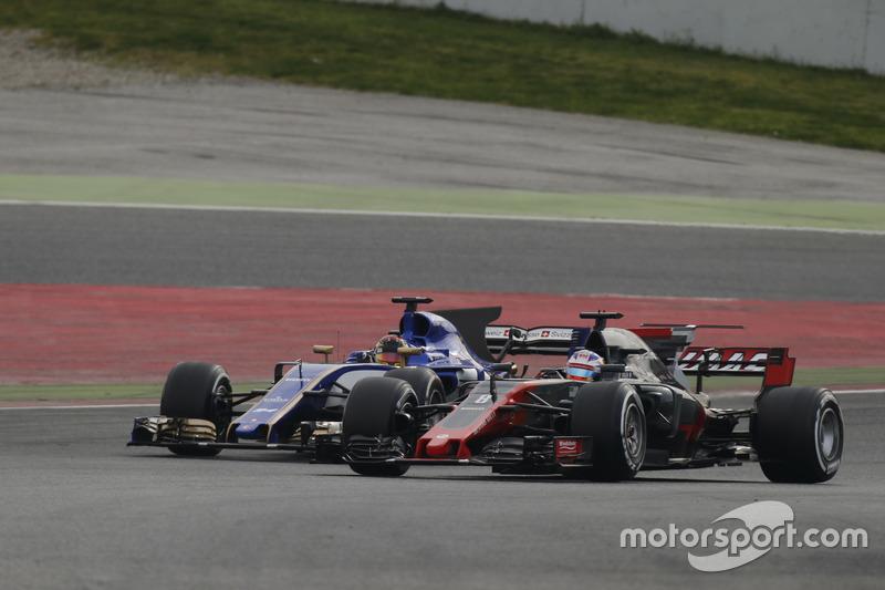 Ромен Грожан, Haas F1 Team VF-17, обходить Паскаля Верляйна, Sauber C36