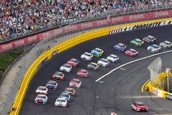 Kevin Harvick, Stewart-Haas Racing, Ford; Kyle Busch, Joe Gibbs Racing, Toyota