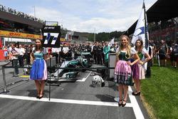 Grid girls, the car of Valtteri Bottas, Mercedes AMG F1 W08