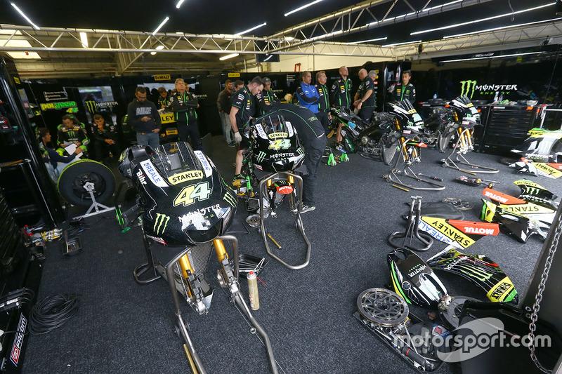 Tech 3 Yamaha garage