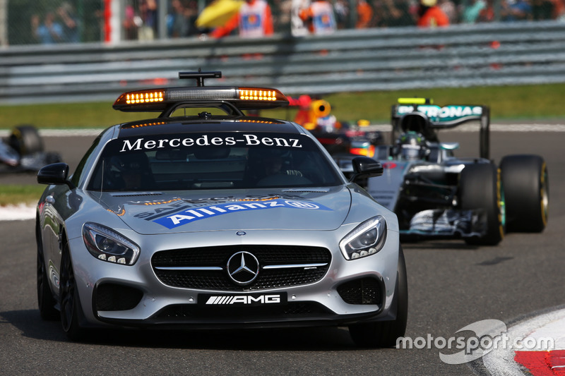 Nico Rosberg, Mercedes AMG F1 W07 Hybrid leads behind the FIA Safety Car