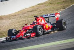 Кими Райкконен, Ferrari, испытывает шины Pirelli 2017 года