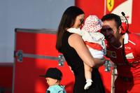 Kimi Raikkonen, Ferrari'nin eşi Minttu Virtanen ve kızları Rianna Raikkonen