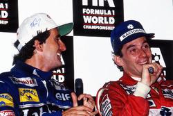 Wereldkampioen Alain Prost, Williams, en racewinnaar Ayrton Senna, McLaren, tijdens de persconferentie