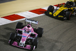 Sergio Perez, Force India VJM11 Mercedes, Carlos Sainz Jr., Renault Sport F1 Team R.S. 18