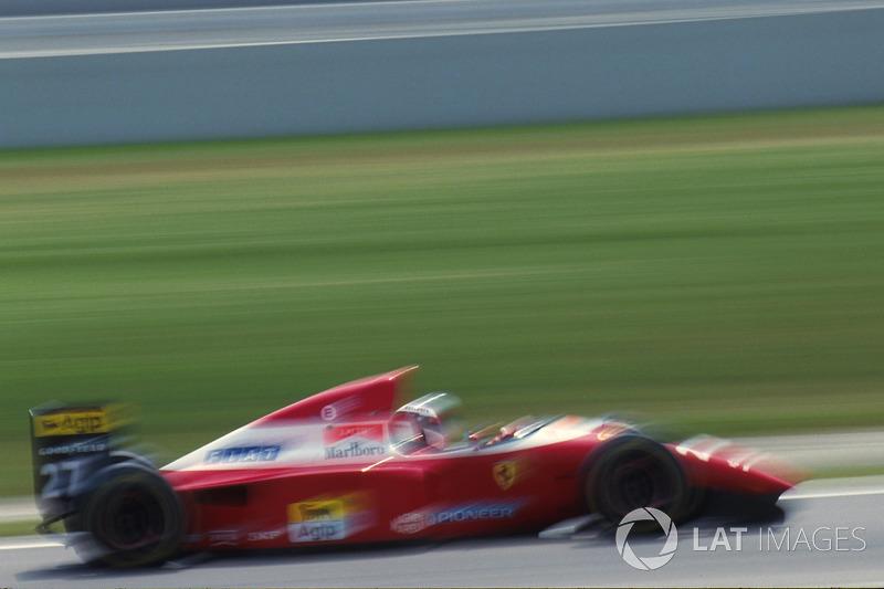 Зато итальянских тиффози порадовал Жан Алези. В том сезоне у Ferrari была только четвертая по скорости машина, но на длинных прямых «Аутодромо Национале» ее мотор V12 был серьезным козырем – Алези показал третью скорость, отстав от Хилла на 0,76 секунды.