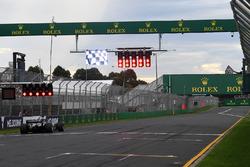 Lewis Hamilton, Mercedes-AMG F1 W09 et les feux rouges