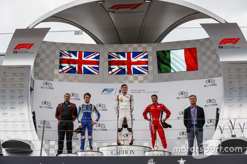 Podium : le deuxième, Lando Norris, Carlin, le vainqueur George Russell, ART Grand Prix, le troisième, Antonio Fuoco, Charouz Racing System