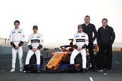 Гонщики McLaren Стоффель Вандорн и Фернандо Алонсо, Ландо Норрис, директор команды Эрик Булье и Зак Браун, McLaren MCL33