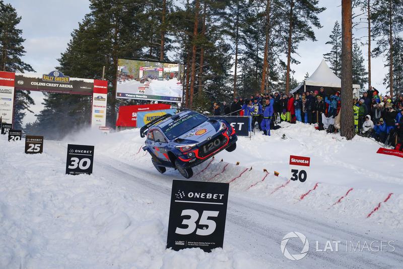 OneBet Jump of the Year: Thierry Neuville, Nicolas Gilsoul, Hyundai i20 WRC, Hyundai Motorsport, al Rally di Svezia. Ha saltato oltre 30 metri atterrando sulle ruote di destra.