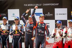 Podio: ganadores Thierry Neuville, Nicolas Gilsoul, Hyundai Motorsport Hyundai i20 Coupe WRC,