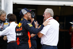 Гонщик Red Bull Racing Даниэль Риккардо и спортивный консультант Red Bull Хельмут Марко