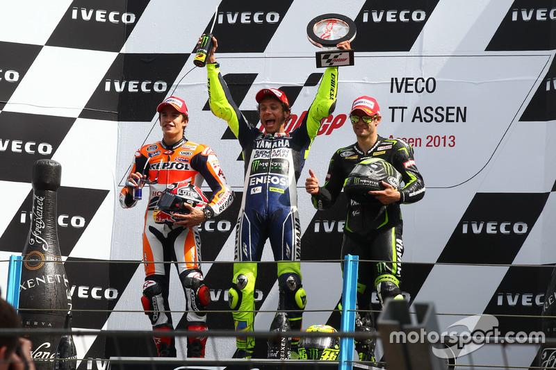 Podium: peringkat kedua Marc Marquez;Pemenang Valentino Rossi; peringkat ketiga Cal Crutchlow