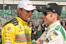 Townsend Bell, Andretti Autosport Honda talking with Ed Carpenter, Ed Carpenter Racing Chevrolet