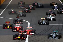 Daniel Ricciardo, Red Bull Racing RB12 vooraan