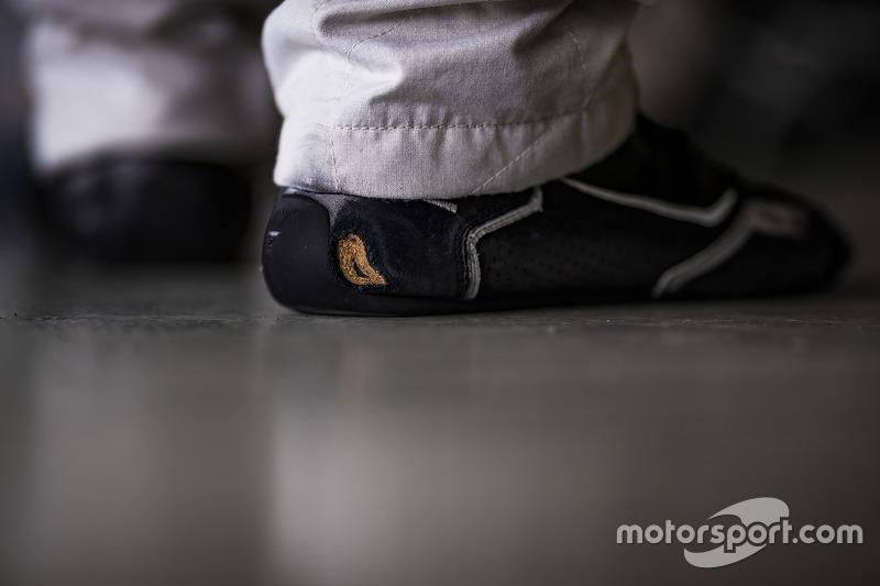 Racing shoes