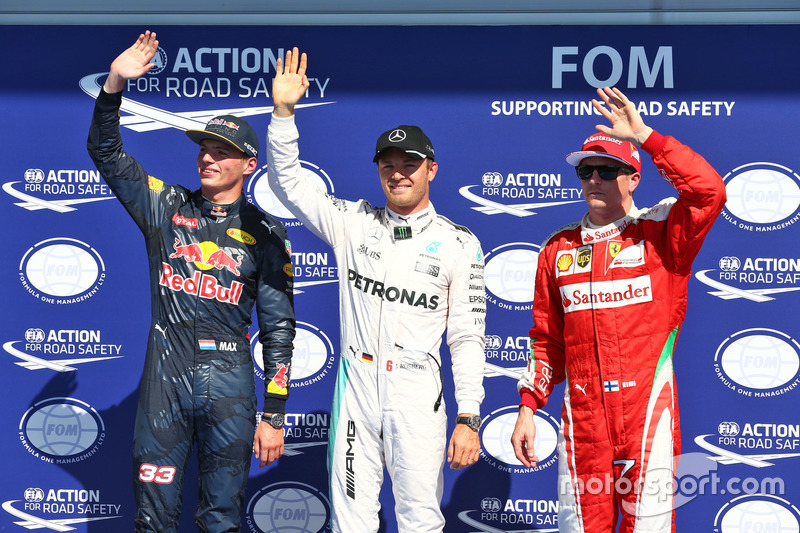 Первая тройка по итогам квалификации: Макс Ферстаппен, Red Bull Racing, второй; Нико Росберг, Mercedes AMG F1, поул; Кими Райкконен, Ferrari, третий
