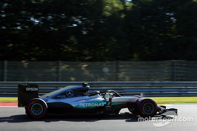 Rosberg rijdt zelfs de snelste tijd met de halo