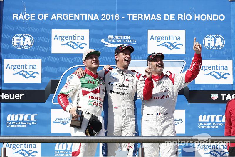 Podium: winner Tom Chilton, Sébastien Loeb Racing, second place Rob Huff, Honda Racing Team JAS, third place Yvan Muller, Citroën World Touring Car Team