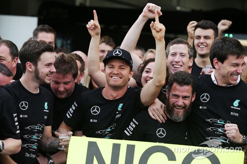 Nico Rosberg és a Mercedes ünneplése