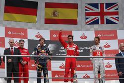 Podium: Pat Fry, Ferrari, Sebastian Vettel, Red Bull Racing, Fernando Alonso, Ferrari and Jenson Button, McLaren celebrate on the podium