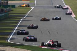 Сергій Сироткін, Williams FW41 Mercedes, попереду суперників