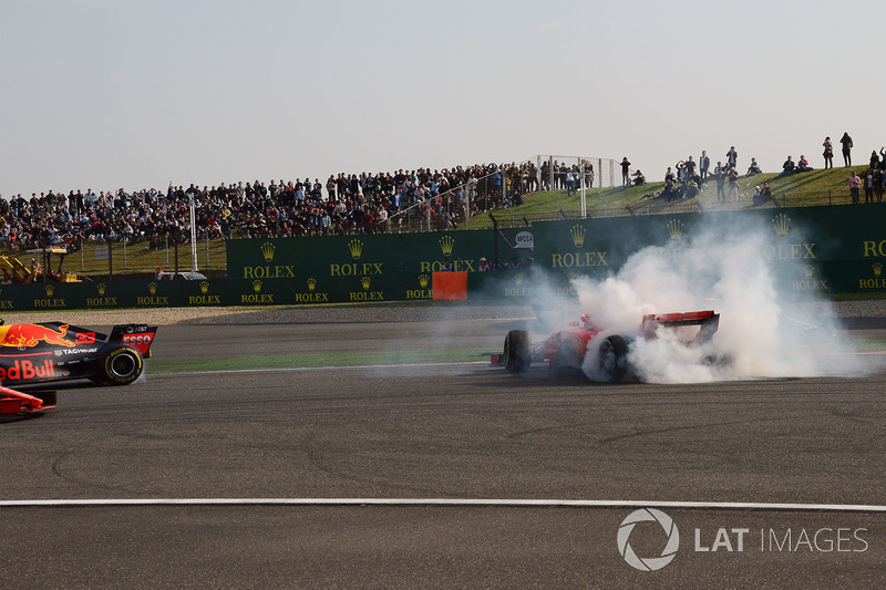Contacto entre Max Verstappen, Red Bull Racing RB14 y Sebastian Vettel, Ferrari SF71H